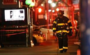 Un pompier sur les lieux d'une explosion dans le quartier de Chelsea à New York, le 17 septembre 2016