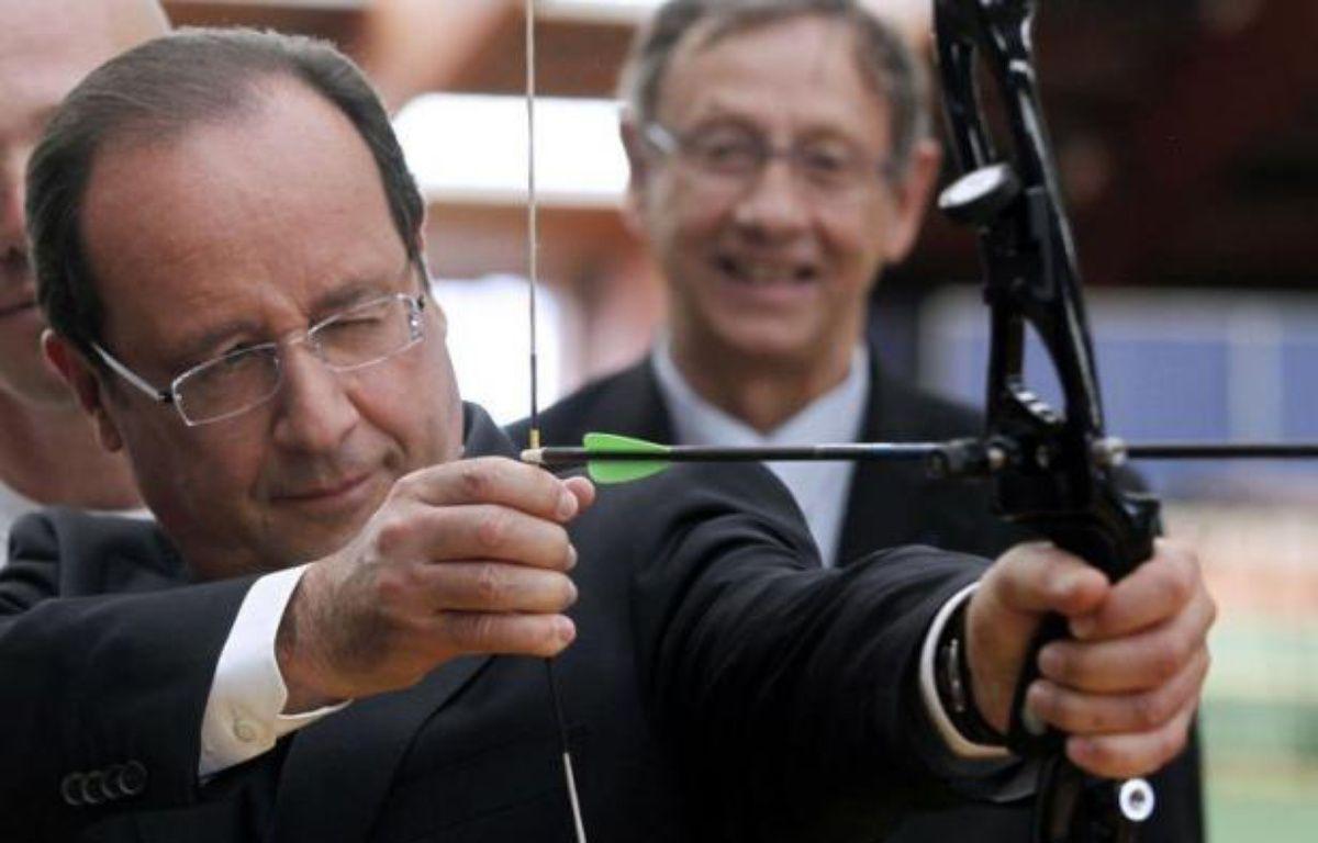 Les Français sont partagés sur la capacité de François Hollande à tenir ses engagements, deux mois après son investiture, 46% d'entre eux estimant qu'il les tiendra, contre 50% qui pensent l'inverse, selon un sondage LH2 pour le Nouvel Observateur publié mercredi. – Charles Platiau afp.com