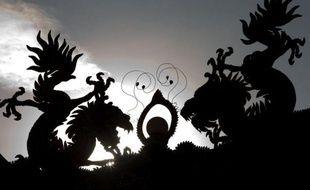 Plus d'un milliard d'Asiatiques fêtaient lundi à coups de pétards et en famille l'entrée dans l'année du Dragon, en espérant profiter de son influence bénéfique, notamment sur le plan professionnel.