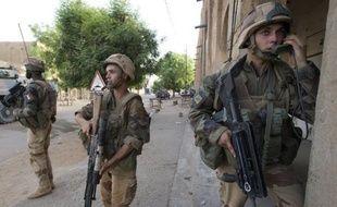 """Le Parlement a autorisé lundi soir le gouvernement à prolonger l'opération militaire française au Mali, que le Premier ministre Jean-Marc Ayrault a qualifiée de """"réussite"""" sur les plans politique et militaire."""