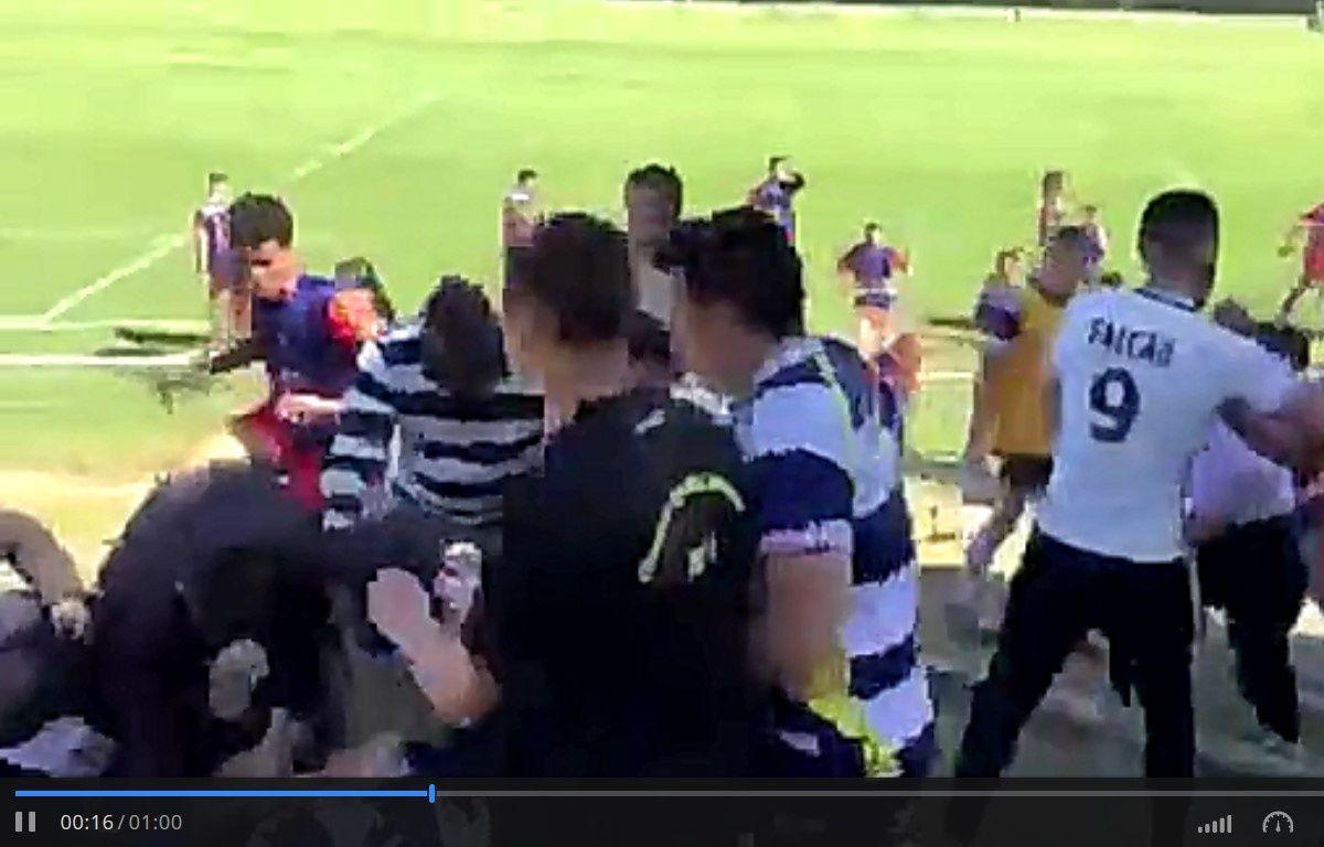 Les joueurs sont montés dans les tribunes pour se battre avec des supporters – Capture d'écran Dailymotion