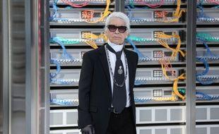 Karl Lagerfeld durant le défilé Chanel de la Fashion Week de Paris, le 4 octobre 2016.