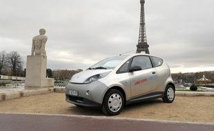 Une Autolib' place du Trocadéro à Paris, le 22 juin 2012.