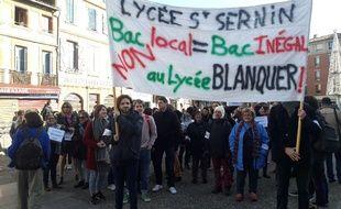Des professeurs du lycée Saint-Sernin en grève, le 11 décembre 2018 lors d'une manifestation à Toulouse.