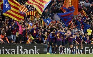 L'Estelada, le drapeau qui symbolise les revendications d'indépendance, est très présent au Camp Nou.