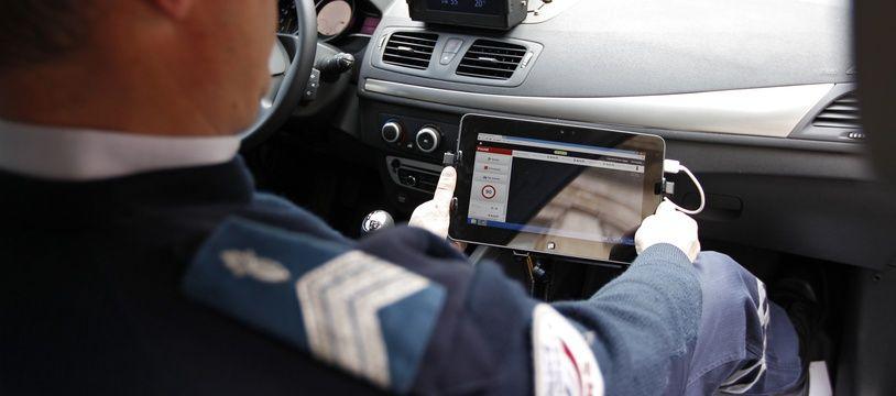 C'est à bord d'une voiture de police banalisée équipée d'un radar embarqué, comme celle-ci, que les policiers de l'Essonne ont fait un carton.