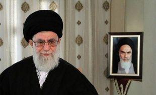 Le guide suprême iranien, l'ayatollah Ali Khamenei, a averti mardi que son pays riposterait à toute attaque lancée par Israël ou les Etats-Unis, renforçant les tensions avec les Occidentaux autour du programme nucléaire controversé de Téhéran.