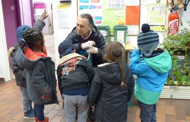 Al'école maternelle de la Pointe d'Ivry à Paris, on initie les élèves au tri sélectif.