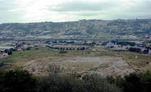 Le terrain qui accueillera l'Olympic Nice stadium à St Isidore, à côté de l'autoroute A8.