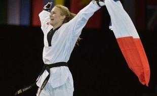 """""""+Si tu veux rester en France, tu te maries ou tu dégages+: voilà ce qu'on m'a dit"""", a déclaré Marlène Harnois qui s'est mariée en juin 2006, a obtenu la nationalité française en avril 2008 et a divorcé en 2009."""