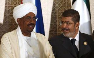 """Le président égyptien Mohamed Morsi est attendu jeudi après-midi pour sa première visite officielle au Soudan, un déplacement qualifié d'""""historique"""" par Khartoum."""