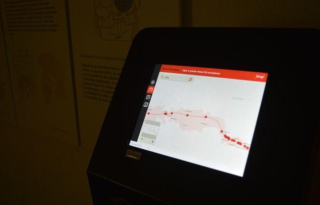 Une borne interactive permet de repérer les sites de fouille et de voir les objets trouvés dans leur contexte.