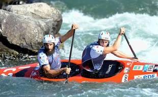 Les Vosgiens Matthieu Péché et Gauthier Klauss dans leur canoë biplace, avec lequel ils ne prendront plus part à aucune compétition.