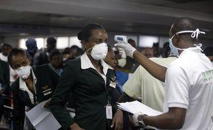 Un test de température à l'aéroport de Lagos au Nigeria le 4 mars 2020.