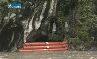 Hautes-Pyrénées: Le ciel se déchaîne, opération sauvetage pour la grotte de Lourdes sous les eaux 310x190_grotte-lourdes-protegee-barrage-flottant-mercredi-13-juin-2018