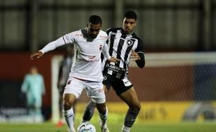 Le jeune attaquant de Botafogo Luis Henrique (au second plan) devrait rejoindre l'OM.