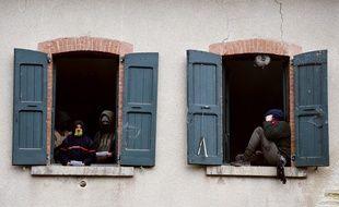Des «zadistes» occupent une maison forestière près de Roybon, sur la zone où doit être construit un Center Parcs, le 30 novembre 2014.
