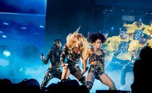 Beyoncé fait le show avec les deux autres membres des Destiny's Child à Coachella.
