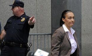 La journaliste Laurence Haïm à la sortie du procès Madoff, à New York, en juin 2009.