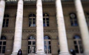 La Bourse de Paris a ouvert en légère hausse vendredi (+0,37%), dans l'attente de la publication très attendue des chiffres mensuels du chômage aux Etats-Unis.