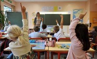 Les principaux syndicats du primaire jugent que ces évaluations sont organisées trop tôt dans l'année et qu'elles ne donneront pas une image réelle des acquis des élèves. Au-delà, ils craignent une mise en concurrence des écoles et une utilisation des résultats pour déprécier le travail des maîtres.
