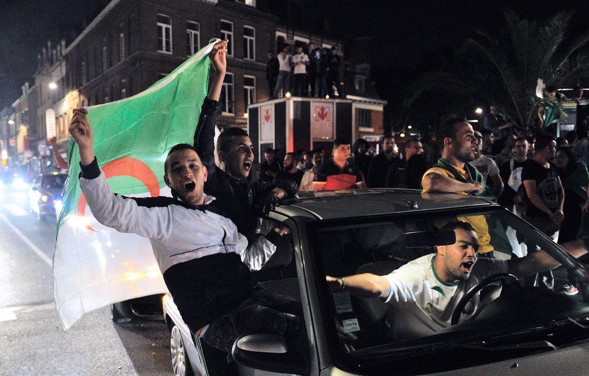 Des supporters à Lille le 26 juin 2014, après la qualification de l'Algérie pour les huitièmes de finale de la Coupe du monde. – PHILIPPE HUGUEN / AFP