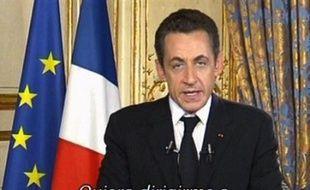 """Nicolas Sarkozy en a appelé aux sentiments humanitaires des guérilleros colombiens pour """"sauver une femme en danger de mort"""", Ingrid Betancourt, qu'il """"rêve"""" de voir revenir parmi les siens pour Noël."""