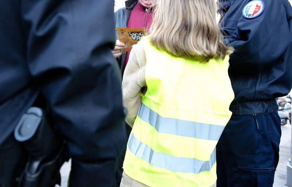 Lyon : Un garçon de 3 ans retrouvé en pyjama, au bord de la route 960x614_enfant-policiers-illustration