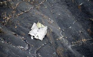 Débris du vol A320 qui s'est écrasé dans les Alpes le 24 mars 2015.