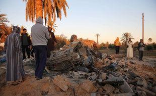 Les décombres après un bombardement américain sur un camp de Daesh, le 19 février 2016 à Sabratha en Libye.
