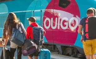 Un train Ouigo en gare.