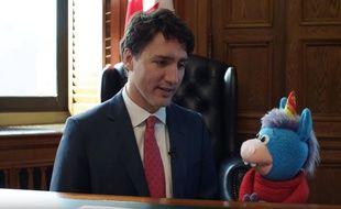 Justin Trudeau et la licorne du «Hug Club», une émission pour enfants diffusée sur CBS Kids