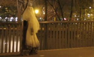 Et vous, avez-vous aperçu la Dame Blanche dans les rues de Paris ?