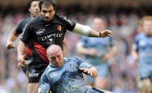 Le rugbymlan de Toulouse Salvatore Perugini (en noir) et celui de Cardiff, Gareth Williams lors du quart de finale de Coupe d'Europe, le 11 avril 2009.