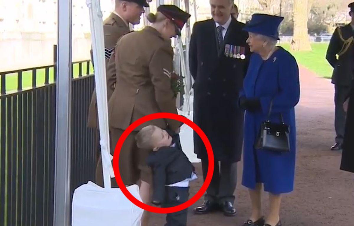 Un petit garçon pas très sage face à la Reine d'Angleterre - Le Rewind (video) – Capture d'écran