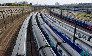 Paris le 31 Aout 2011. Pont de Bercy Technocentre Sud Est Europeen SNCF. TGV Train a Grande Vitesse. Depot. Garage.