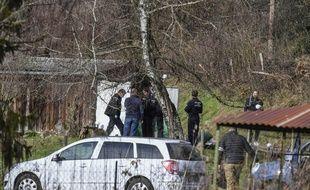 Les gendarmes effectuent des recherches à Domessin (Savoie) à proximité du domicile de Nordahl Lelandais, le 14 février 2018.