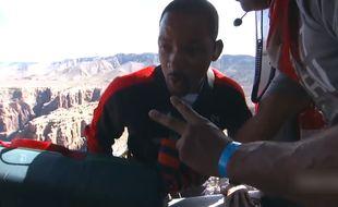 Will Smith saute en parachute au-dessus du Grand Canyon