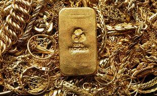 Des bijoux et un lingot d'or (illustration).
