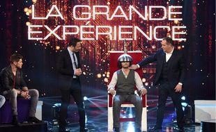 Arthur, Messmer, Rayane Bensetti, Christophe Beaugrand sur le plateau de Stars sous hypnose sur TF1