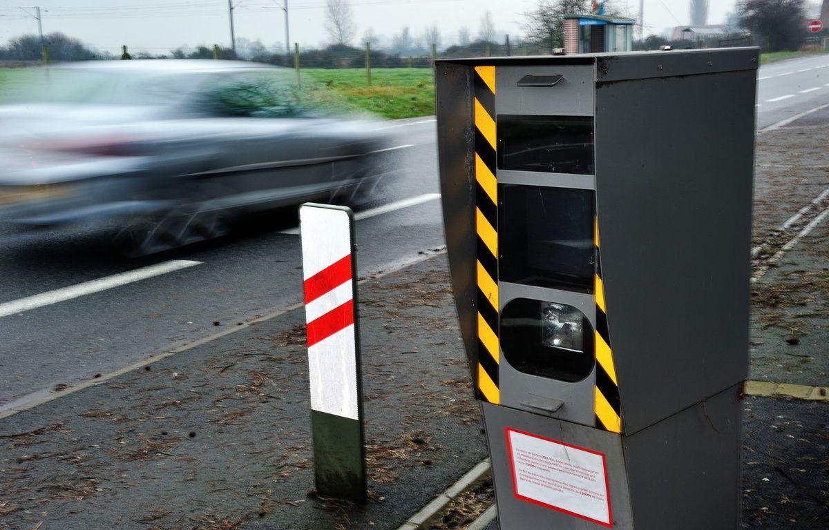 Un radar fixe de contrôle de vitesse. – P.Huguen/AFP