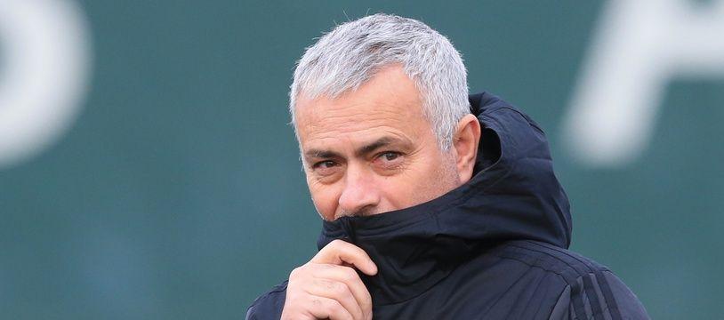 Mourinho, champion du monde de l'apnée en panier à linge.