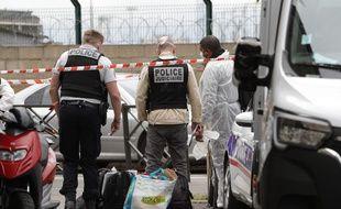 Des enquêteurs procèdent à des constatations à Noisy-le-Sec ce samedi 3 octobre.