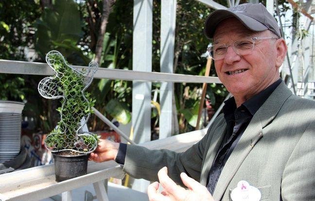 Luc Béhar-Bannelier, directeur du service Nature et environnement, et un topiaire en forme de Mickey.