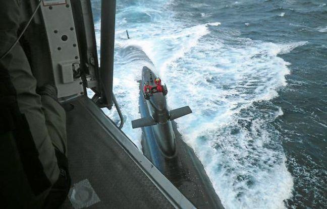"""Hélitreuillage à bord du SNA """"Saphir"""", le 24 septembre 2012."""