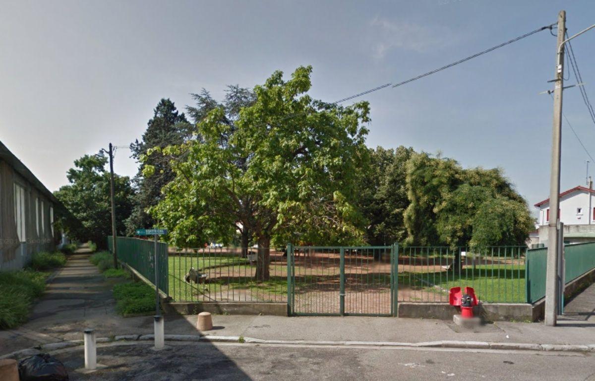 Le chemin et le square où la macabre découverte a été faite. – Google Maps