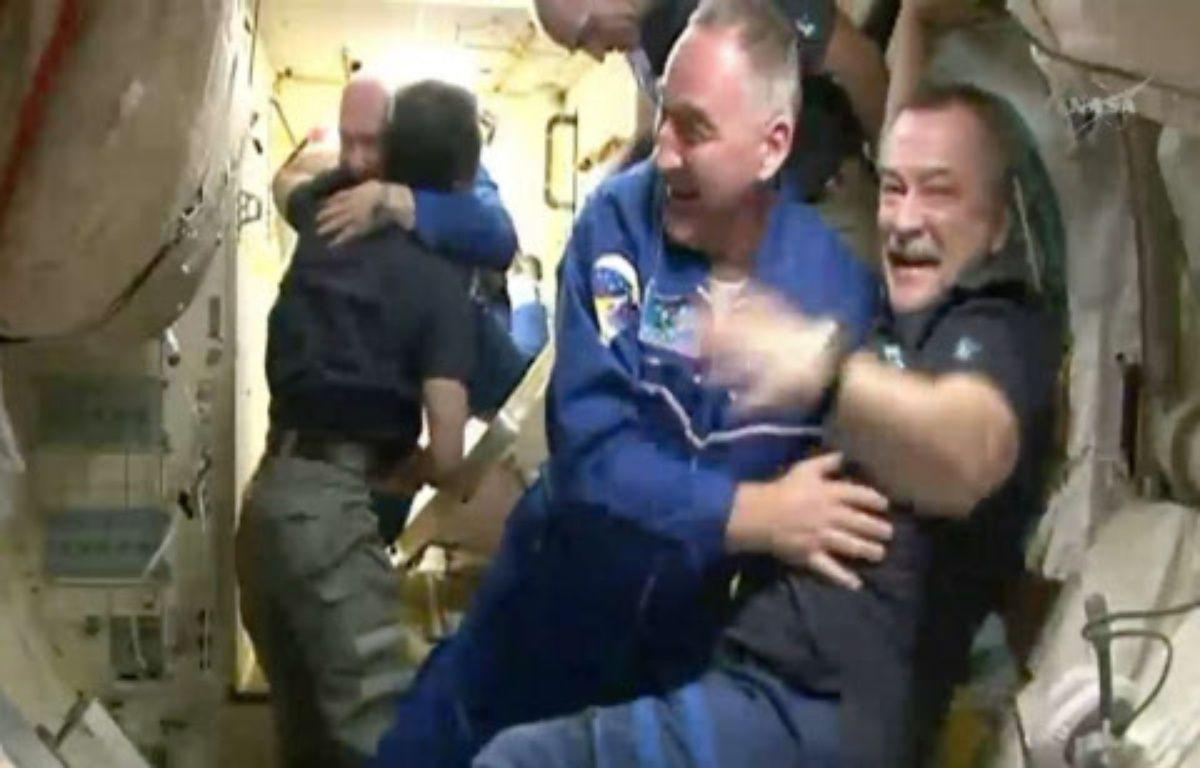 L'équipage de la fusée Soyouz est accueilli à bord de la Station spatiale internationale, le 27 mars 2014. – AP/SIPA