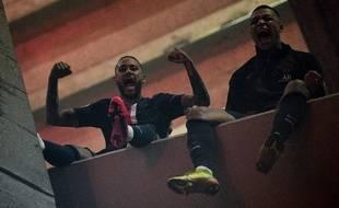 Neymar et Mbappé célèbrent la qualification du PSG pour les quarts de finale de la Ligue des champions, le 11 mars 2020 au Parc des Princes.