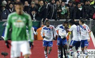 Les Lyonnais se congratulent après leur but à Saint-Etienne, le 9 décembre 2012.