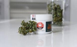 Une boite de cannabis tel que vendue que Québec. (illustration)